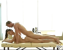 Sexy bombshell gets sexy massage