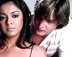 Jimmy Shergill   Tanushree Dutta romantic moment - Hindi Movie Scene - Raqe