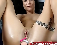 www.funmilfsex.com Sexy Milf DPing Herself and gaping www.funmilfsex.com